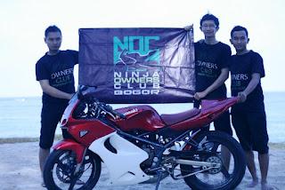 Mengibarkan bendera NOC BOGOR