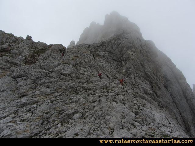Ruta Pan de Carmen, Torre de Enmedio: descendiendo de la torre de enmedio