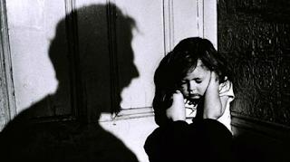 Κακοποίηση: Πως μπορείτε να βοηθήσετε ενήλικο ή ανήλικο άτομο