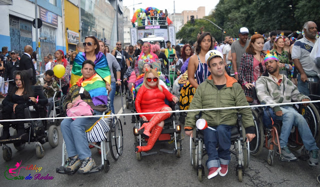2° ano - Gata de Rodas e pessoa deficiente LGBT abre APOGLBT