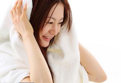 Kesalahan Ketika Mandi Yang Bikin Kulit Anda Rusak, cara merawat kulit agar tidak kering