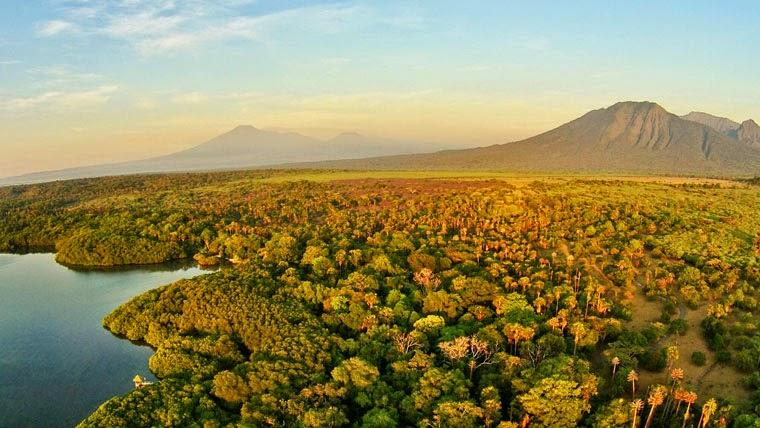 Hasil gambar untuk Taman Nasional Baluran berada di antara dua gunung