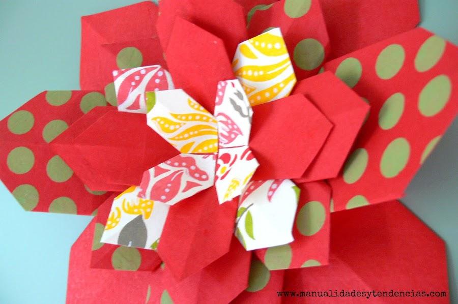 Flor de Navidad hecha con papel origami
