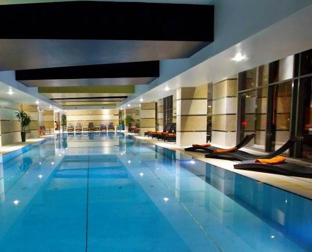 Piscina interioara Hotel wellness  Divinus Debrecen Ungaria