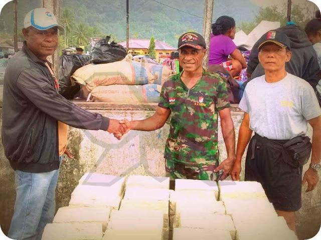 Kodim 1709 Bantu 200 Batu Bata dan 5 Sak Semen Rehab GKI Karoipi