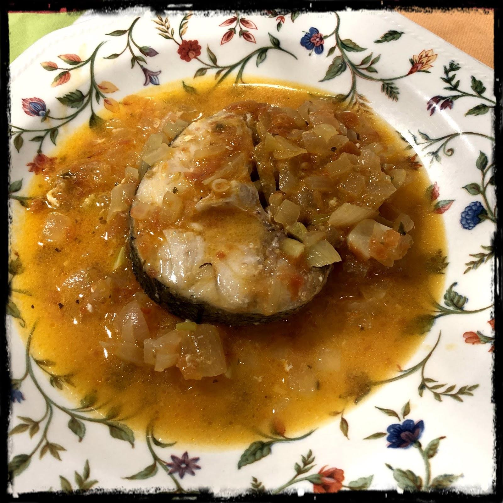Merluza en salsa de cebolla - Cocinar merluza en salsa ...