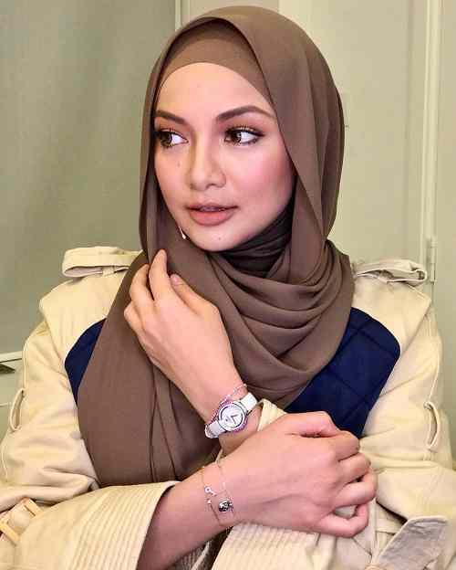 10 Foto Neelofa Artis Berhijab Malaysia Untuk Inspirasi Hijab Mu Peta Cinta