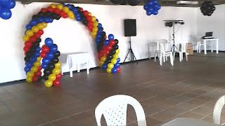 decoracion-con-globos-de-colores-lego-recreacionistas-medellin-8