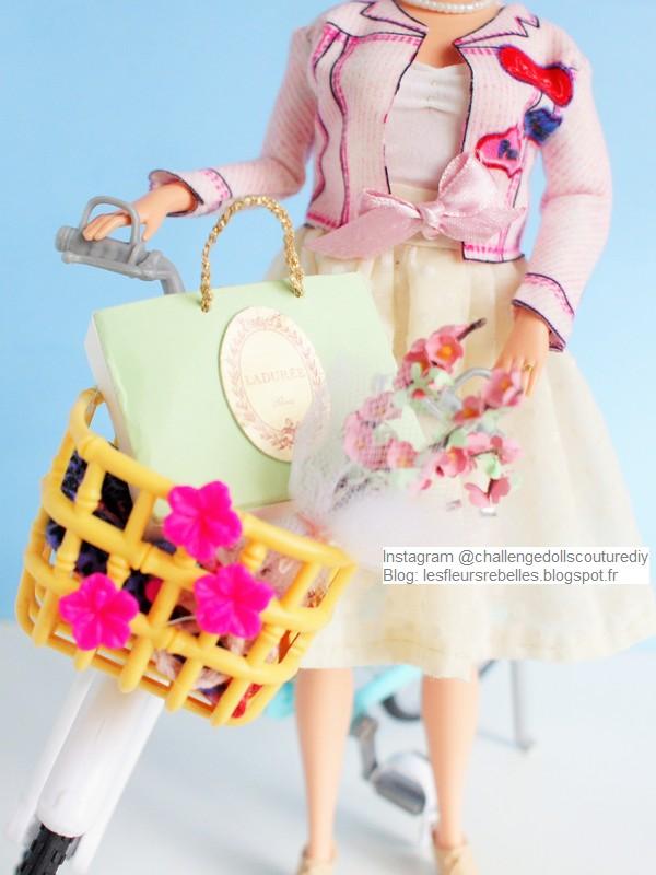 Barbie Grandma et son vélo sac Ladurée et bouquet de fleurs
