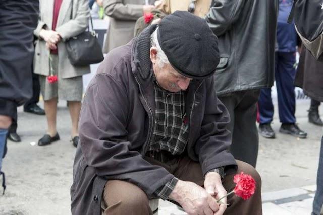 Handelsblatt: H κατάσταση για τους Έλληνες είναι χειρότερη παρά ποτέ