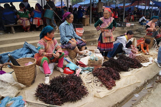 9 interesting experiences when participating in the Bac Ha highland market 2