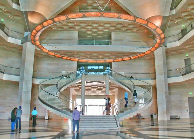 Una visita al Museo de Arte Islámico de Doha Vistas Interior escaleras