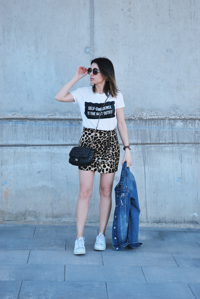 leo-skirt-white-tee-denim-jacket-sneakers
