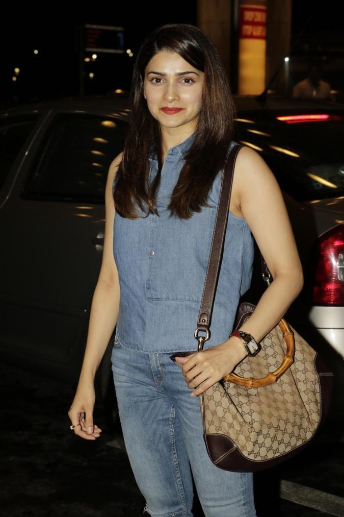 Beautiful Mumbai Girl Prachi Desai Long Hair Photos In Blue Top Jeans