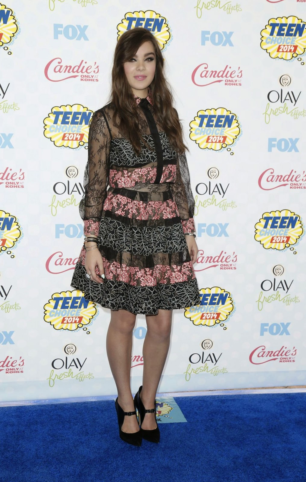 Hailee Steinfeld is chic in black and pink lace Elie Saab at the 2014 Teen Choice Awards