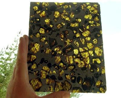 Kemilau Kristal Menakjubkan Meteorit Fukang