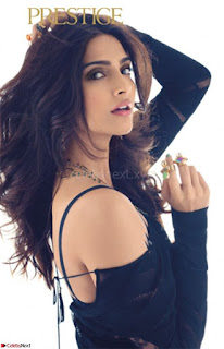 Fashion Diva Sonam Kapoor spicy pics 004.jpg