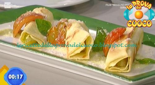 Cannelloni al pomodoro e formaggio con salsa di indivia riccia ricetta Improta da Prova del Cuoco