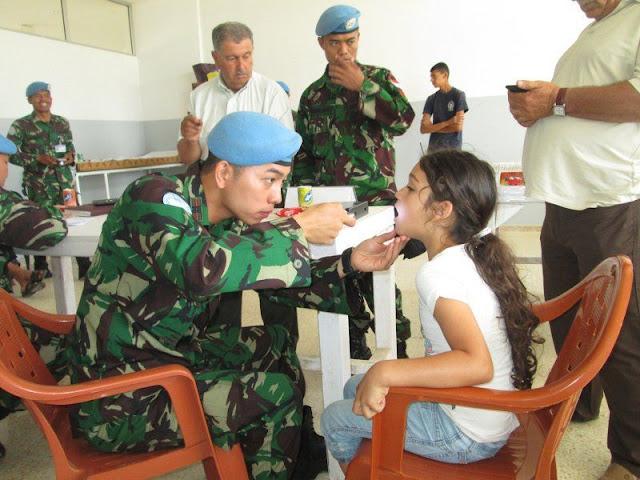 Dokter Militer senantiasa membantu semua pasien yang membutuhkan