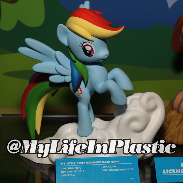 MLP Diamond Select Rainbow Dash Vinyl Bank
