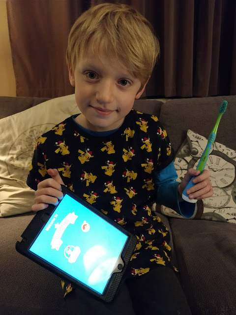 Child with ASD using Playbrush