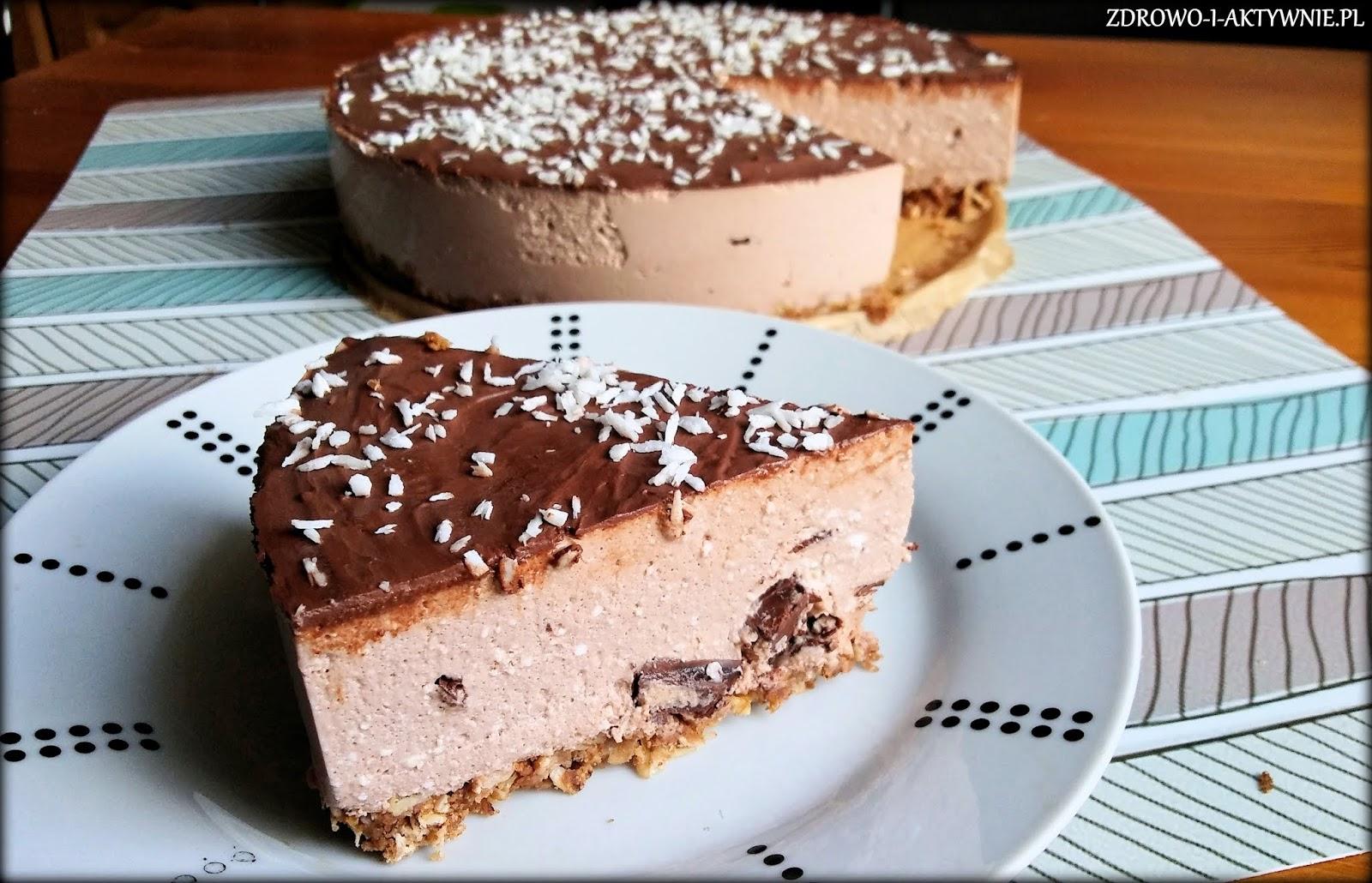 Sernik czekoladowy na orzechowym spodzie bez pieczenia