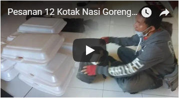 Pesanan 12 Kotak Nasi Goreng Dibatalkan Konsumen, Driver Ojol Membagikannya ke Jemaah Masjid