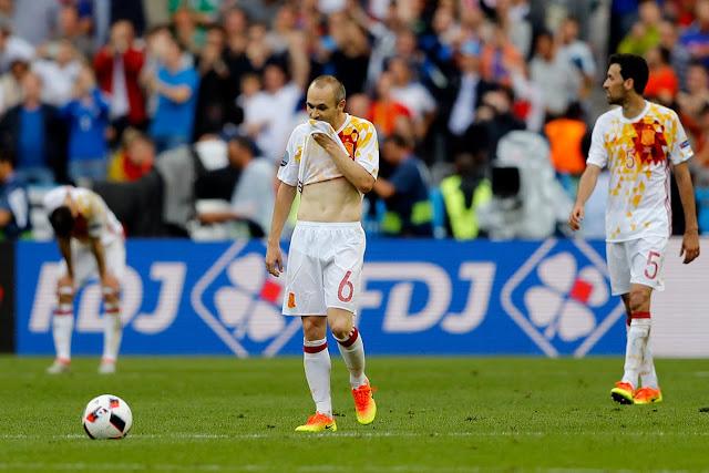 La blanca de España y otras camisetas malditas del mundo del fútbol