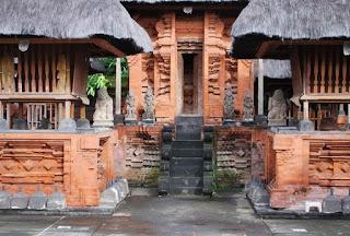 http://www.teluklove.com/2017/03/daya-tarik-objek-wisata-pura-jro-kuta.html