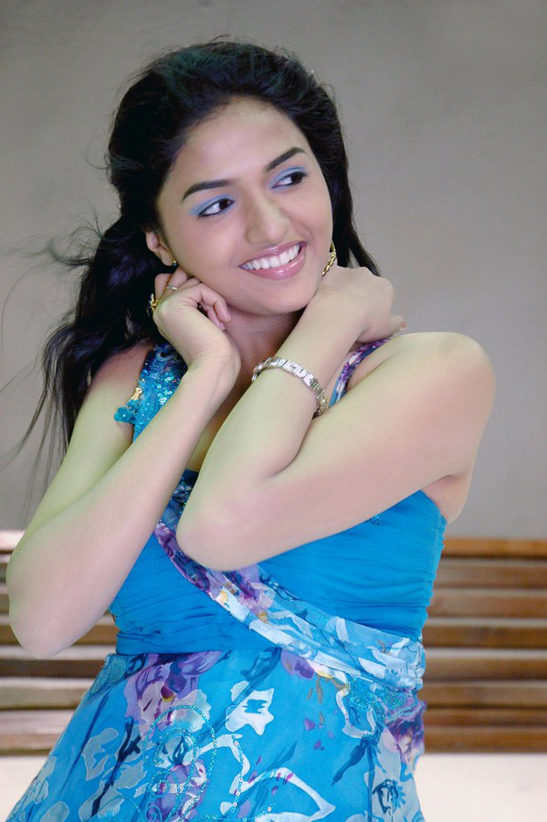 Pretty charming Sunaina sexy stills