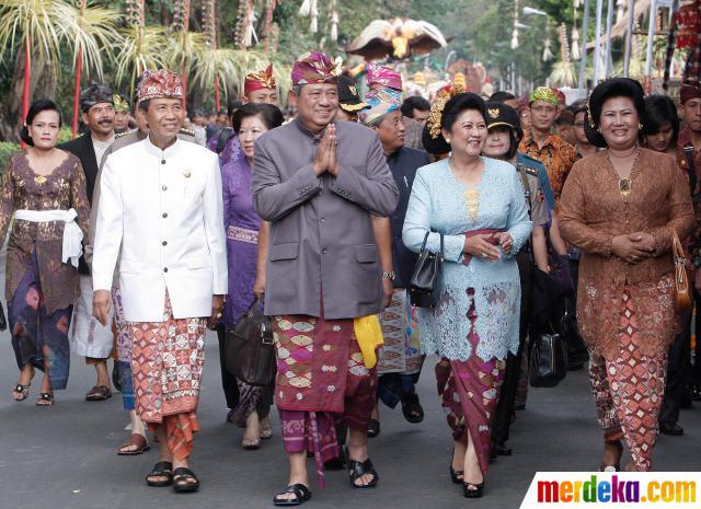 baju adat bali SBY