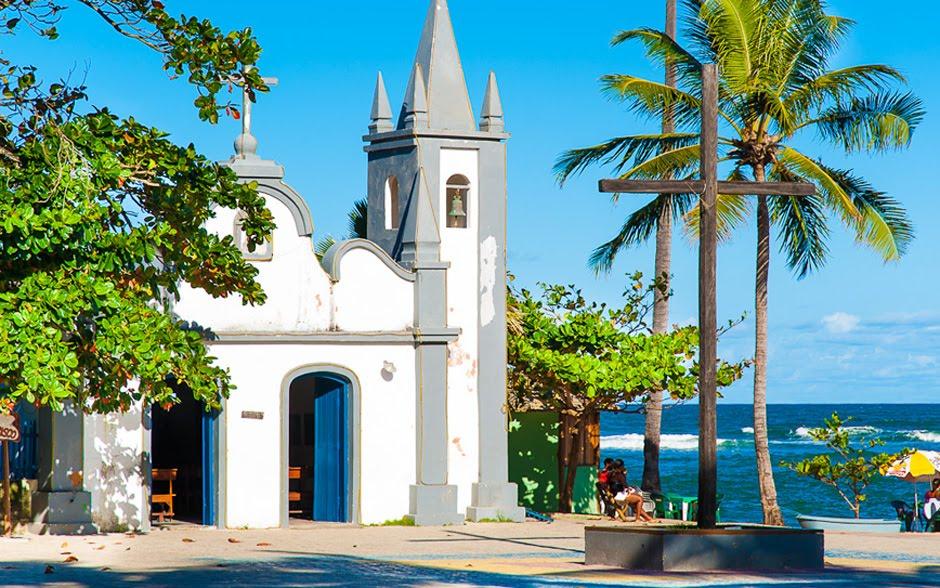 imagem da praia do forte_ igreja_coqueiro_praia