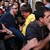 Bolsonaro leva facada durante ato de campanha em Juiz de Fora, diz Polícia Militar de Minas