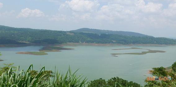 Umiam-lake-Shillong