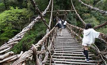 Inilah Jembatan Paling Berbahaya di Dunia