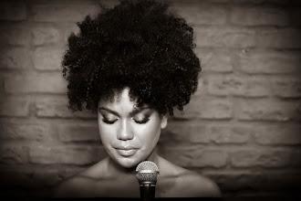 Teatro Iguatemi Campinas recebe edição especial de tributo à Whitney Houston