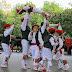 El alarde de danzas infantil gana la batalla a la lluvia en las fiestas de Beurko Bagatza