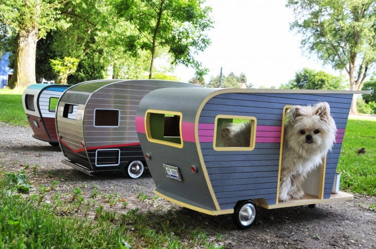 09-Dog-LVR-Judson-Beaumont-Straight-Line-Designs-Happy-Animals-in-Pet-Trailers-www-designstack-co