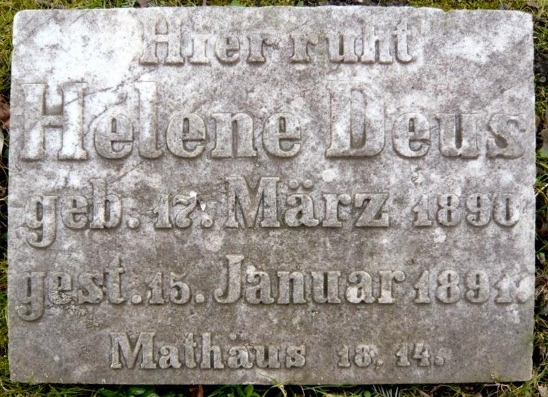 Grabplatte von Helene Deus