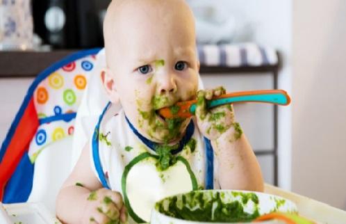 ¿Cuánto debe comer un bebé de 1 mes?