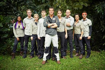 Bear Grylls e os participantes da série - Divulgação