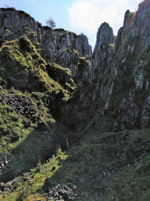Una entrada cerrada de mina en Minas Buferrera