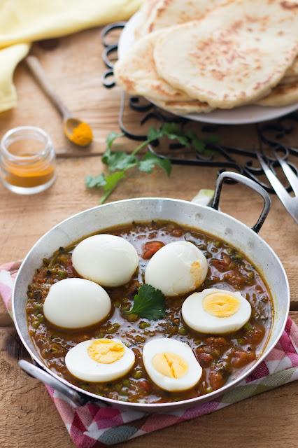 Curry d'œufs et naans