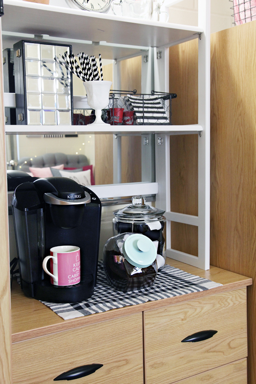 Iheart organizing back to school dorm room organization tips - College dorm storage ideas ...