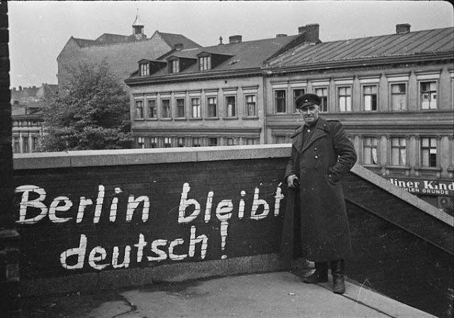 Oficial soviétivo en Berlín