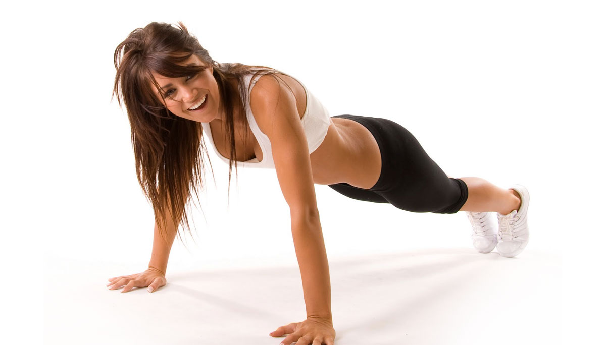 Mujer haciendo flexiones Rane Forti