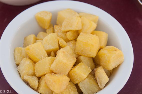 Patatas fritas. Txakoli Simon. Comer en Bilbao