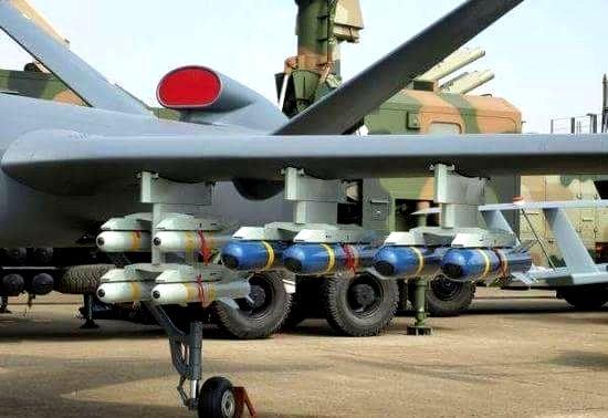 Pesawat tak berawak atau drone atau UAV militer.