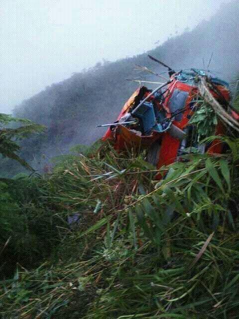 Kondisi helikopter Basarnas yang jatuh di Temanggung. Foto : twitter GisellaUci.