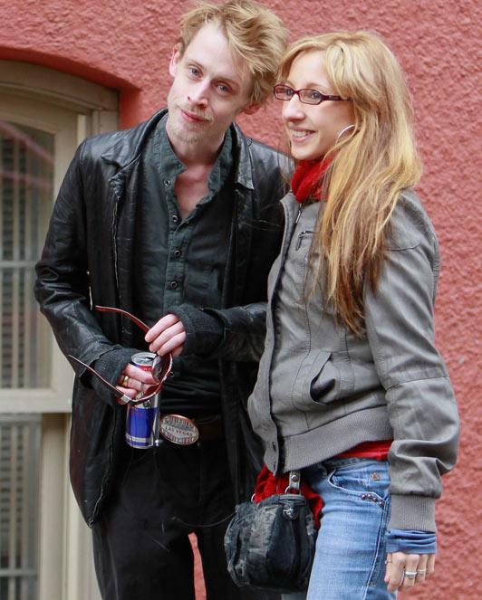 who is macaulay culkin dating 2012